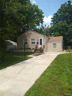10429 Lackland Road SAINT LOUIS Three BR, Charming Bungalow in