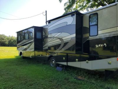By Owner! 2010 36 ft. Fleetwood Terra w/3 slides