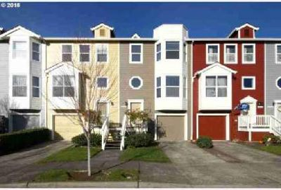 2537 NW 1st Dr Gresham Two BR, Lovely updated town home close