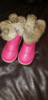 Adorable size 10 kids boots with soft fur (never worn)