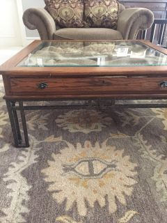 Coffee table and 1 end table set