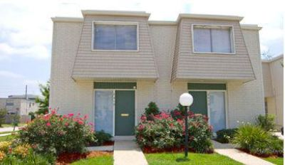 $1,250, 3br, Camelot Court Apartments in Metairie
