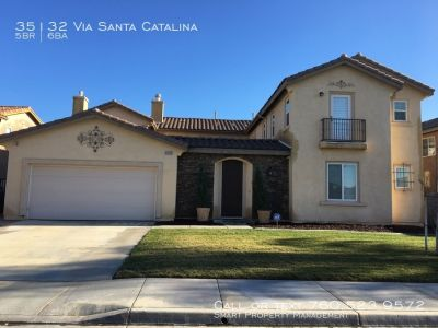 Huge 5BR House! Built in Backyard Bar and BBQ!