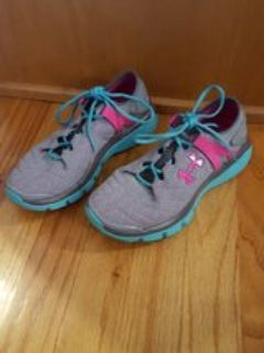 Underarmour sneakers youth 3.5