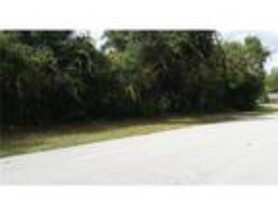 Deltona, PRICE REDUCED!!! Wooded vacant lot in on paved