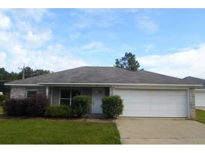 3 Bed 2 Bath Foreclosure Property in Byram, MS 39272 - Vining Ct