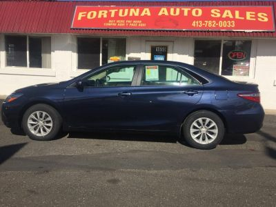 2017 Toyota Camry 4 door sedan LE (blue)