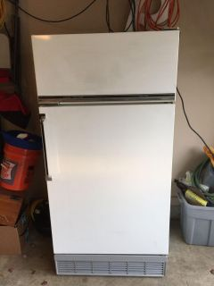 Sears White Coldspot 2 door refrigerator. With ice maker. Cross posted Hernando