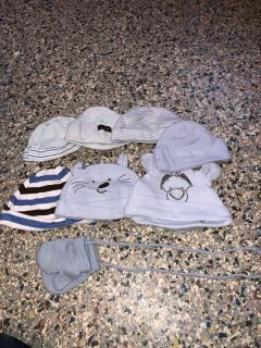 Bundle of 8 baby hats and mittens excellent condition