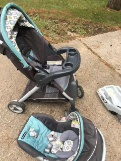 Graco Snugride 30LX car seat, stroller, and 2 car seat bases
