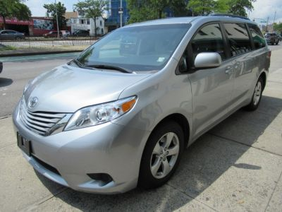 2017 Toyota Sienna LE Auto Access Seat FWD 7-Pass (Silver)