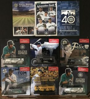 Assorted Mariners Items