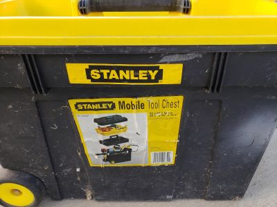 Tool chest on wheels