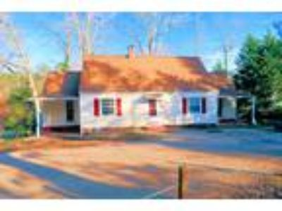 Near NCSU - Exceptional Five BR Two BR House - Near Wolfline - Hardwood floors -