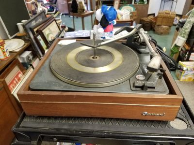Rare Vintage Garrard AT60 4 Speed Automatic Turntable with Shure needl