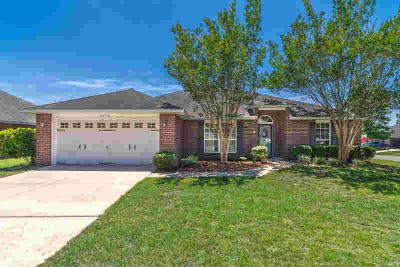 2171 Hagood Loop CRESTVIEW Four BR, Beautiful 4/2 located in the