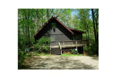 Secluded Log Cabin apt. - utilities included