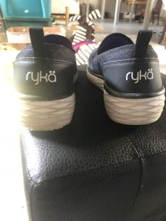 Ryka Shoes Size 9 women s black workshoe or casual
