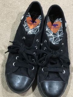 67d49853008 Sneakers - Classified Ads - Claz.org