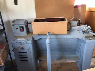 Delta 46-450 Wood Lathe with tools