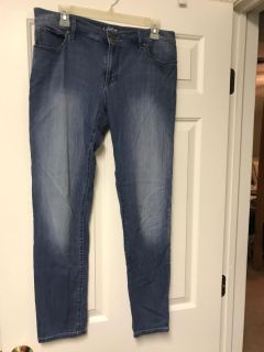 Size 6 Loft relaxed skinny jeans (29 inseam)- $10