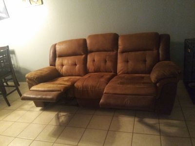 Couch with 2 ends that recline