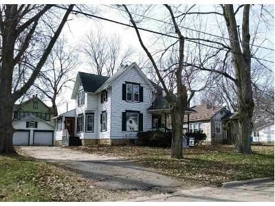 3 Bed 2 Bath Foreclosure Property in Oregon, IL 61061 - S 2nd St