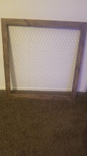 Chicken wire picture or card holder
