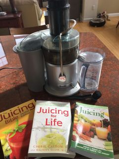 Breville Juice Fountain Plus Juicer JE98XL and books
