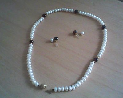 Pearl/Amthyst/Gold necklace and earring set