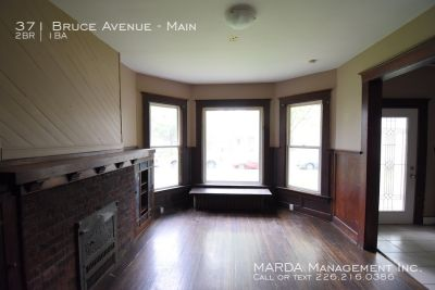 2 BD, 1 BATH MAIN FLOOR DUPLEX ON BRUCE