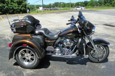 2013 Harley-Davidson Tri Glide Ultra Classic 110th Anniversary Edition Trikes Johnstown, PA