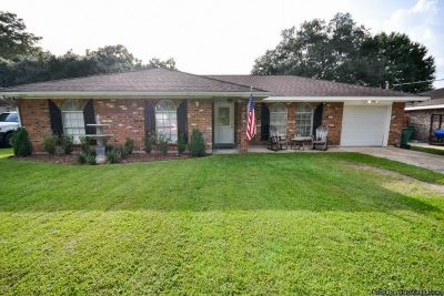 3BR/2BA MIMOSA PARK DEMAND AREA! 3 BEDS/2 BATHS, OPEN FLOOR PLAN