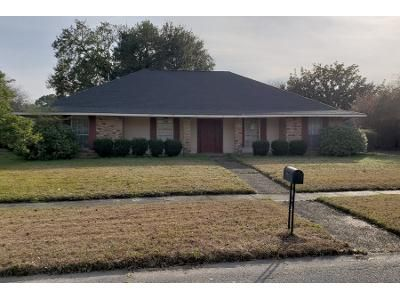 4 Bed Preforeclosure Property in Baton Rouge, LA 70816 - Excalibur Ave