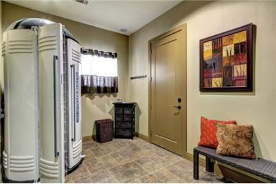 2 bedrooms Apartment - When the sweltering Texas sun is beating down. Parking Available!
