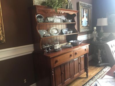 Davis Cabinet Co antique Hutch, table & 6 chairs