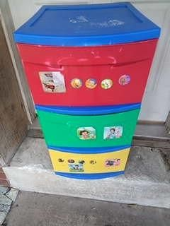 Small Sterlite tri color kids drawer storage, Used