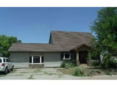 3 Bed 2 Bath Foreclosure Property in Sublette, KS 67877 - W Manor Ct