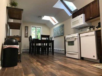 $3000 3 apartment in North Suburbs
