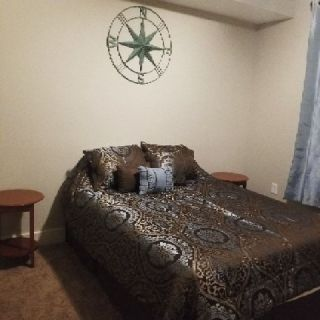 Room available in Stockbridge $200/wk INC UTIL.