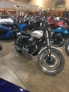 2017 Moto Guzzi V9 Roamer Standard/Naked Motorcycles Woodstock, IL