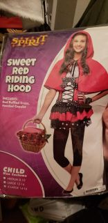 red riding hood have wolf head and gloves we used with it