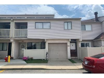 2 Bed 1 Bath Foreclosure Property in Staten Island, NY 10307 - Winding Woods Loop