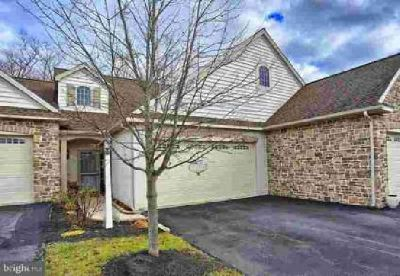 17 Pfautz Cir Elizabethtown, Beautiful townhome on