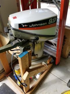1975 Johnson outboard motor 9.9hp - Electric start