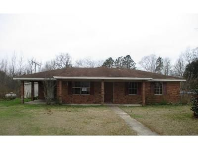 2 Bed 2 Bath Foreclosure Property in Lumberton, MS 39455 - R Thompson Road