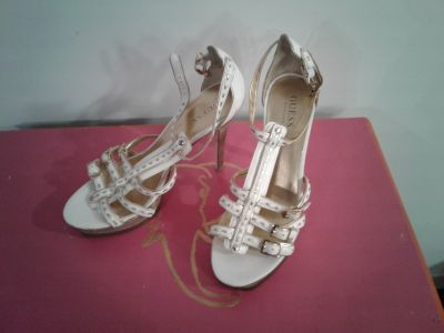 GUESS High Heels * gold and white * Size 9