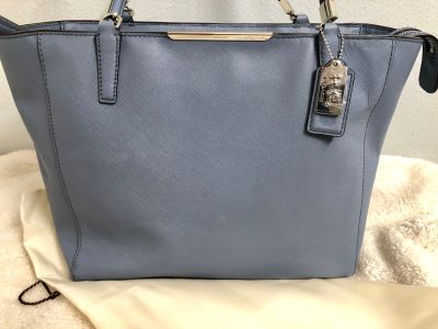 Coach Central Tote With Zip gray mist color
