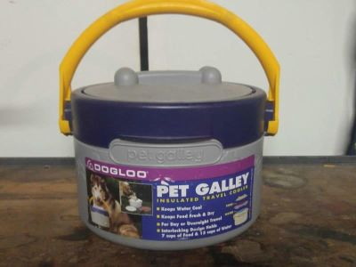 Travel Pet Container for Food / Water