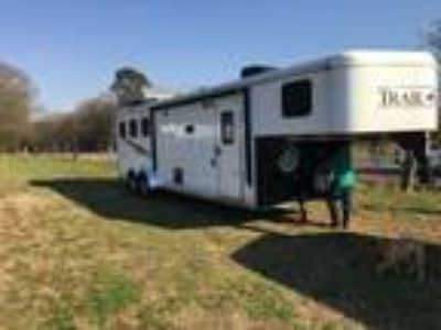 2016 bison trail hand 3 horse With living quarters and hayrack
